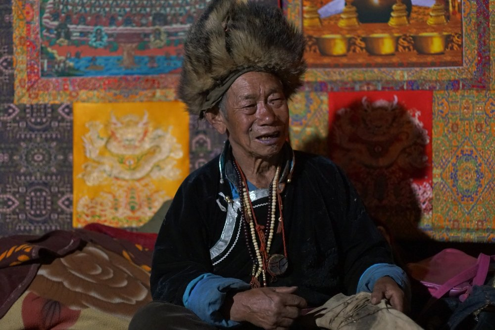 Dongba priest chanting.jpg