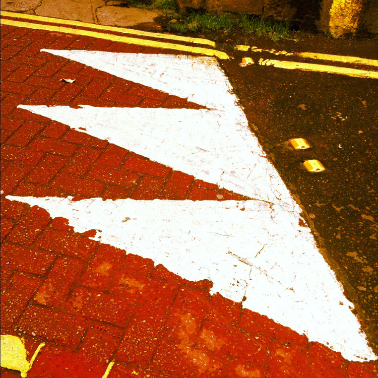 geoff+mcgrath+iphone+iphoneography+street+scene+chevrons+dublin+ireland[1][1].jpg