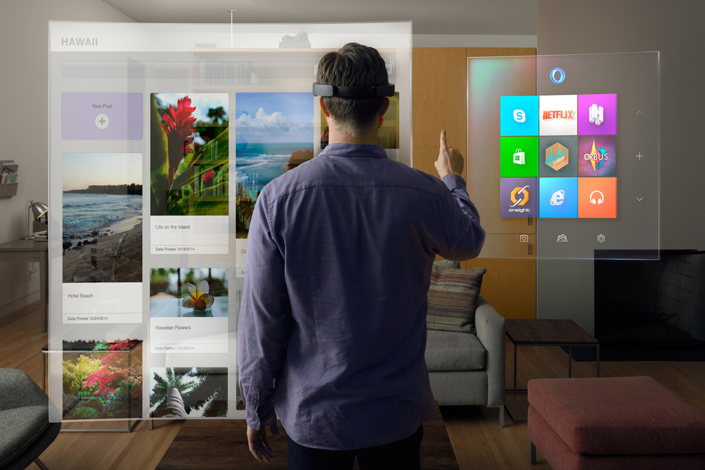 Source: Microsoft Sweden (win10_HoloLens_livingRoom) [CC BY 2.0 (http://creativecommons.org/licenses/by/2.0)], via Wikimedia Commons