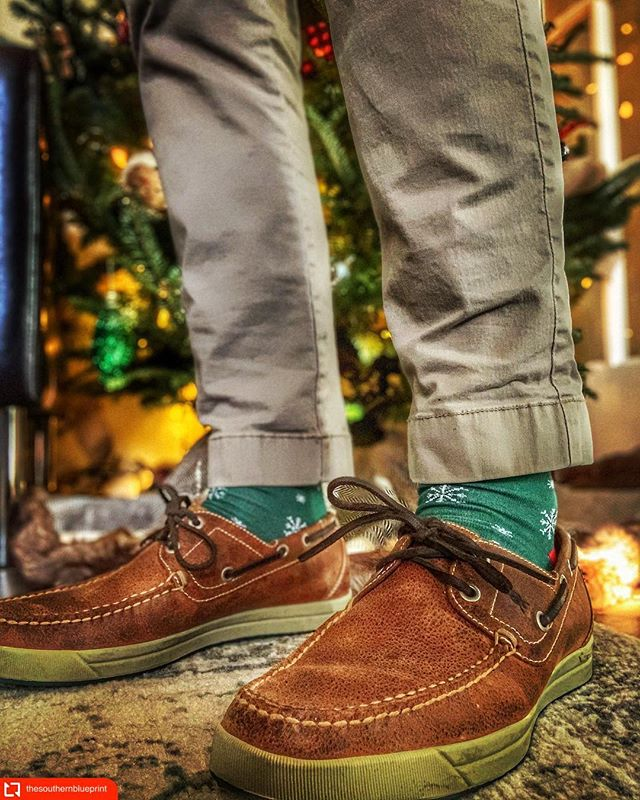 This year, get your loved one something that's quality, something made to last! @thesouthernblueprint @martindingman #shoes #shoegame #leathershoes #gentleman #socks #sockgame #mensstyle #mensfashion #mensfashionblogger #style #mensshoes #lifestyleblogger #thegoodlife #dapper #ootd #ootdfashion #jlthebrand #holidayshopping #giftsforhim #luxurygiftsforhim #artofasockgame #madeinusa🇺🇸 #madeinamerica
