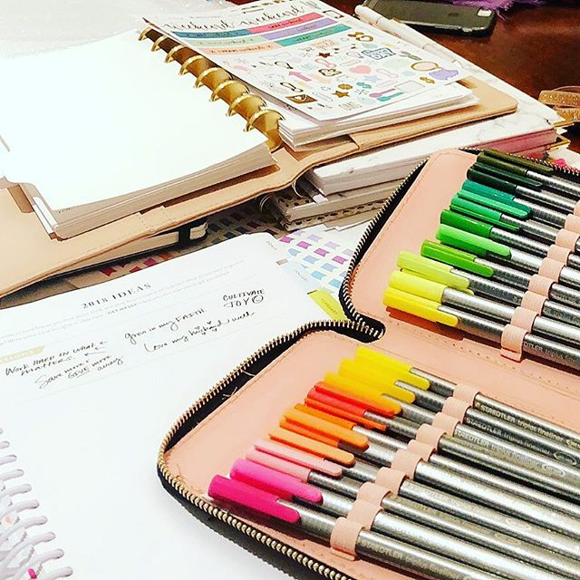 #tbt Working with my @cloth_and_paper @thedaydesigner & @purposefulplanner planners to do the #powersheetsprep last month💕 #plannergirl #planneraddict #daydesigner #purposefulplanner #cultivatewhatmatters #florishin2018