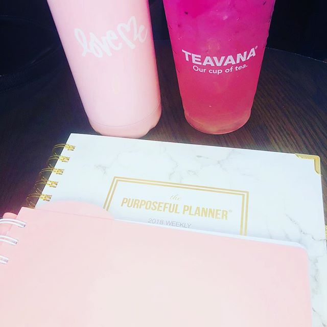When it's a @starbucks & @purposefulplanner kind of night💕 #dissertationlife #phdchat #gradlife #plannergirl #planneraddict #purposefulplanner #plannercommunity #blkwmnplan #phdlife