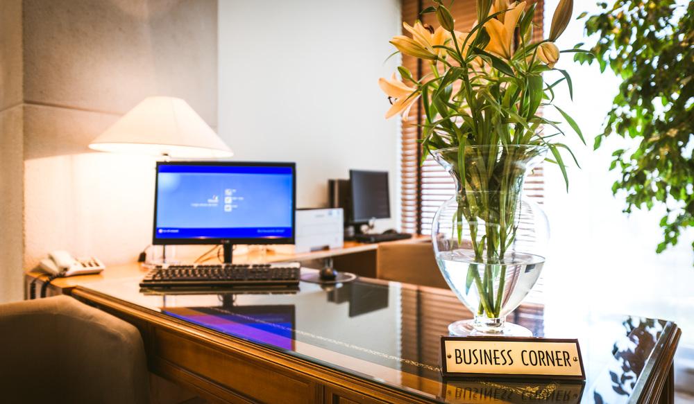 BUSINESS CORNER 4096.jpg