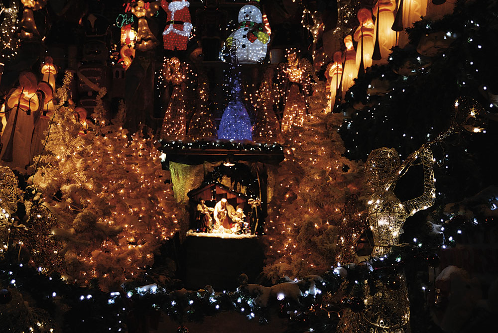 Dyker Heights  |  bundle up and head down to dyker heights for a christmas light extravaganza! 84th st. boasts a particularly dazzling display you won't want to miss.    Transportation  | R Train to 86th St.   Local Eats  | Chubby's Pizza 8424 13th Ave   Junket Tip  | Bundle up and trek down 86th to see these crazy Christmas light displays starting at 11th Ave.