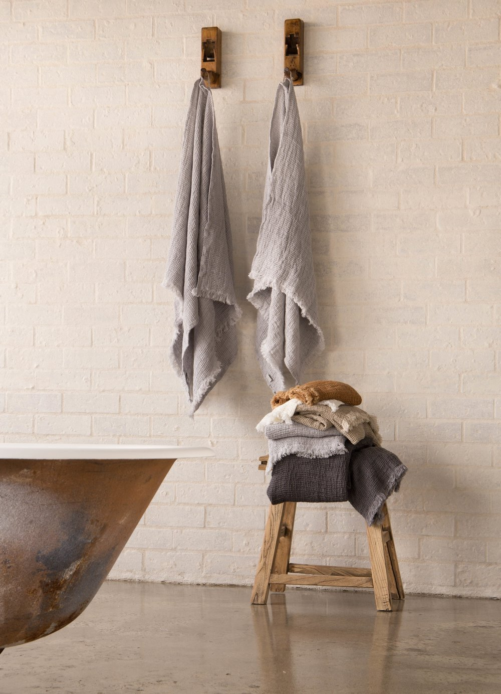Linen waffle bath towels. Available in 5 colours.