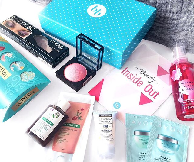 Excuse my terrible flatlay skills, but I thought I'd share what was in my @bellaboxaust this month. Definitely an improvement on last month! 💖💖 - I am also really keen to know if there are any Australian subscription boxes out there that include smaller, more local brands. Can anyone help me out? Would love to support the little guys!