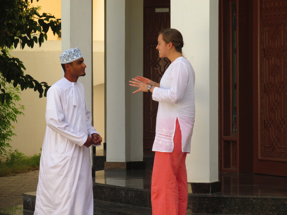 A student speaks Arabic with an Omani outside CIL's classrooms (Photo: CJ Aragon)