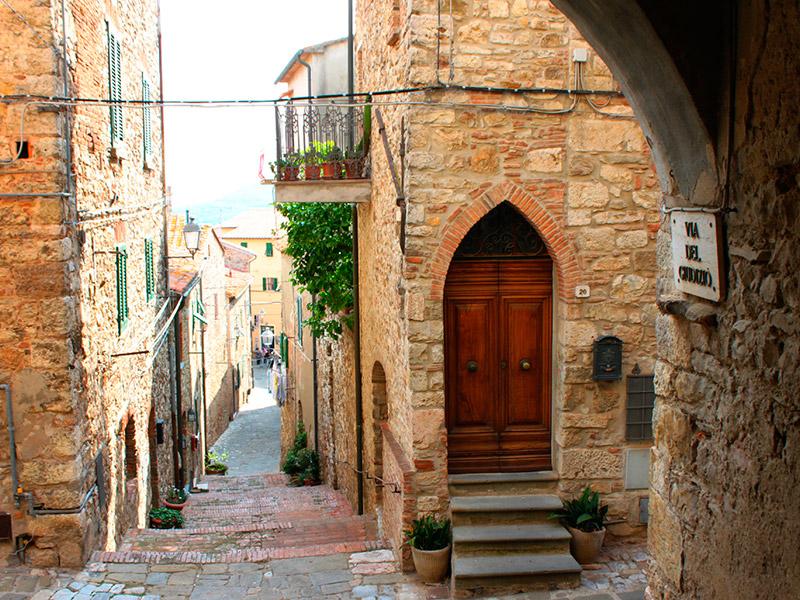 vicolo-a-suvereto-toscana-blogtour-ecvacanze.jpg