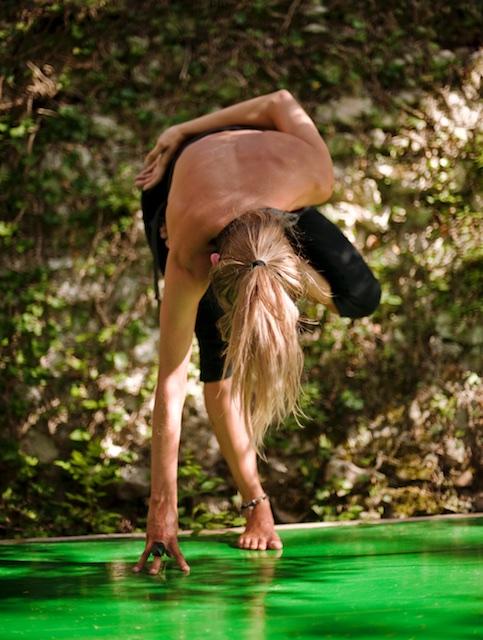 """<img src=""""yoga italy.jpg"""" alt="""" Yoga teacher doing a stand """">"""