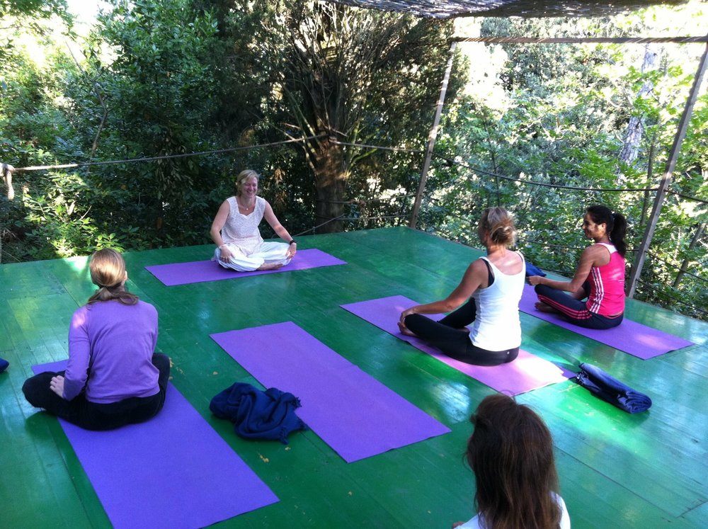 Vanessa Webb teaching yoga at our retreat in Italy