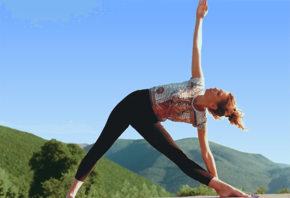 sunflower_retreats_yoga_hillside.jpg