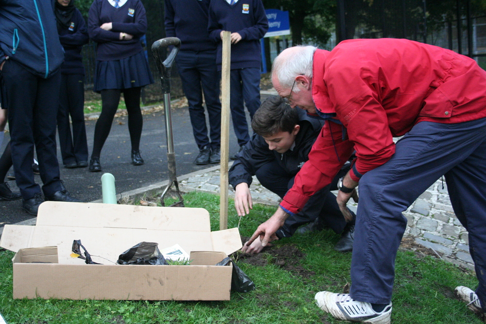 Tree Planting Year 9 and 10 011.JPG