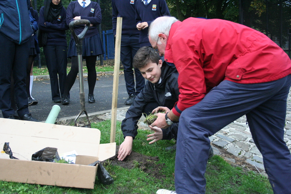 Tree Planting Year 9 and 10 012.JPG