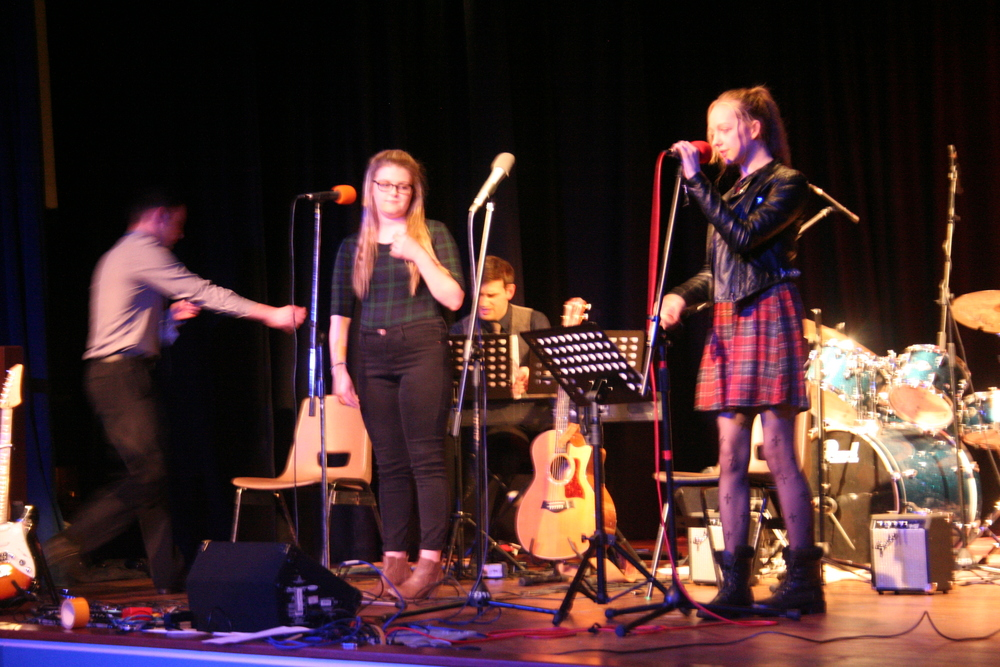 GCSE Performance Night 2015 044.JPG