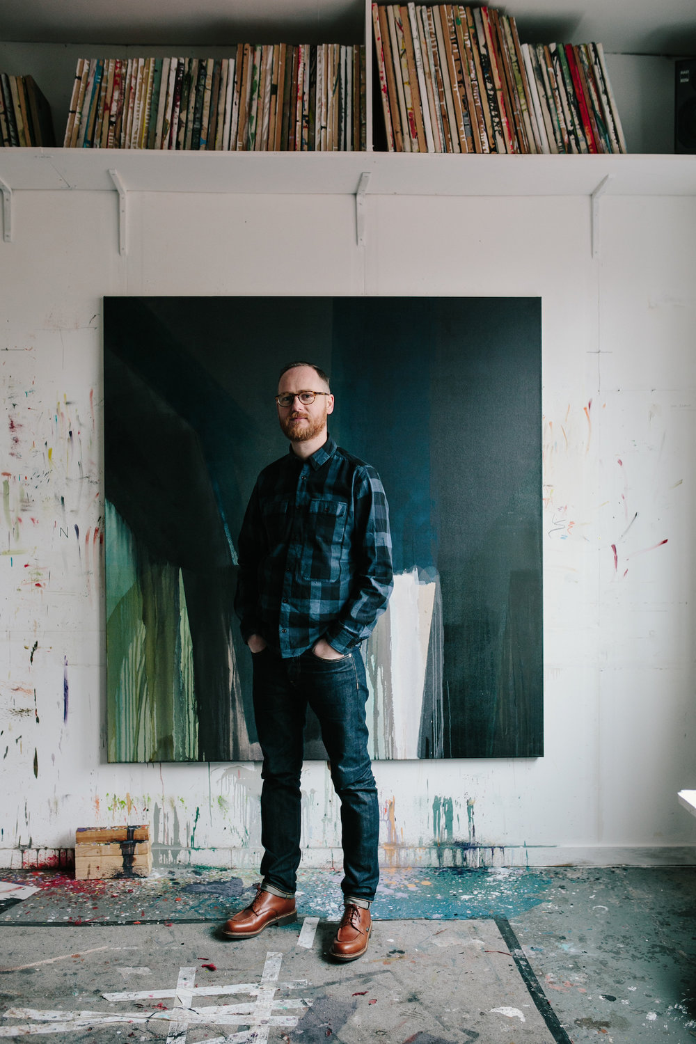 Kristian Day in front of a work by Karl Beilik 2017