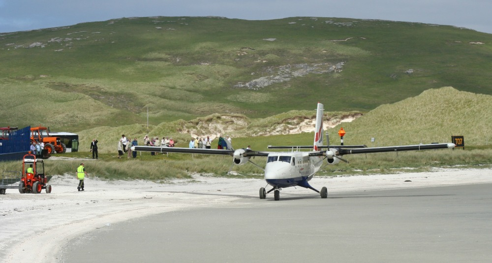 barra-airport-twin-otter.jpg