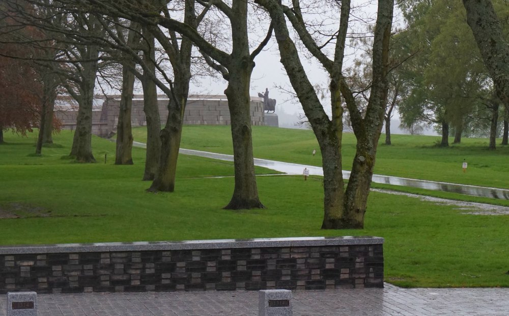 Distant view of Robert 'the Bruce', King of Scotland, and the Rotunda at the Bannockburn Heritage Centre.