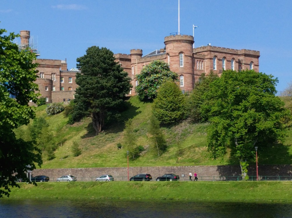Inverness Castle dates from 1836 and isn't open to the public yet - but there is  a new viewing platform at the top  and it is being developed for visitors at present. Bonnie Prince Charlie's forces blew up an earlier one. (See? We told you the clansfolk treated the place badly.) It has been a defensive site since the 11th century.
