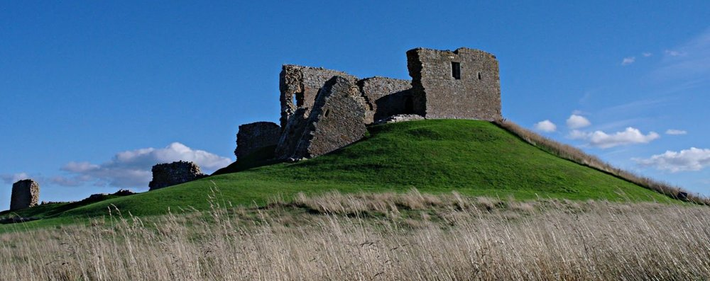 There's the motte and there's the castle on top - but a stone one, not a wooden one. This is why the north wall (centre) is tipping over and slowly making its way down the slope - and the south side has enough cracks and broken lintels to give a property surveyor nightmares. Nope. With subsidence like this you'd never get a mortgage.
