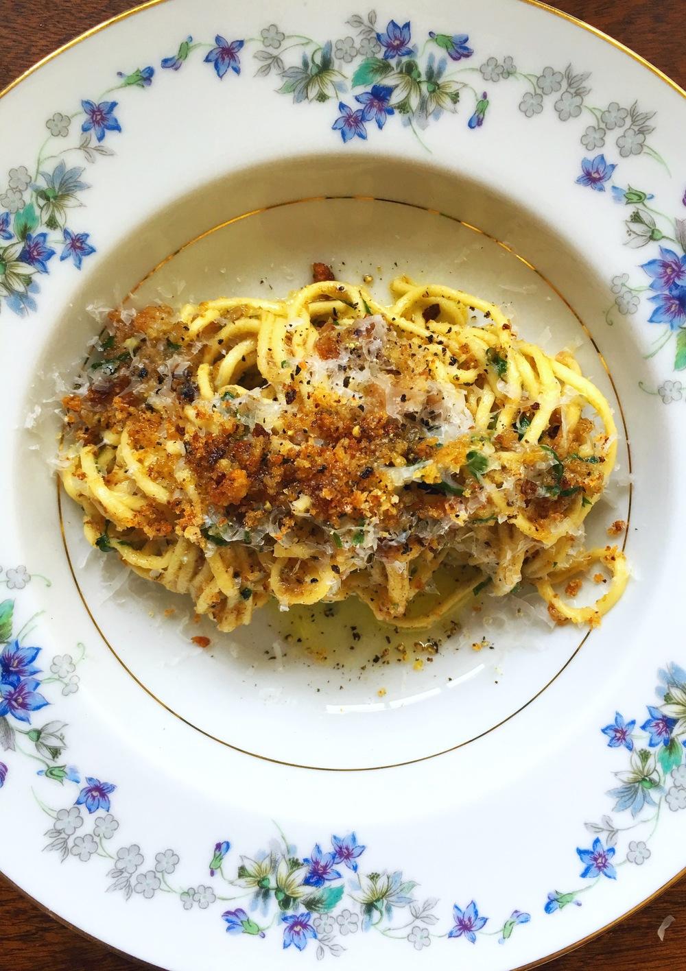 [spaghetti con pangrattatto]