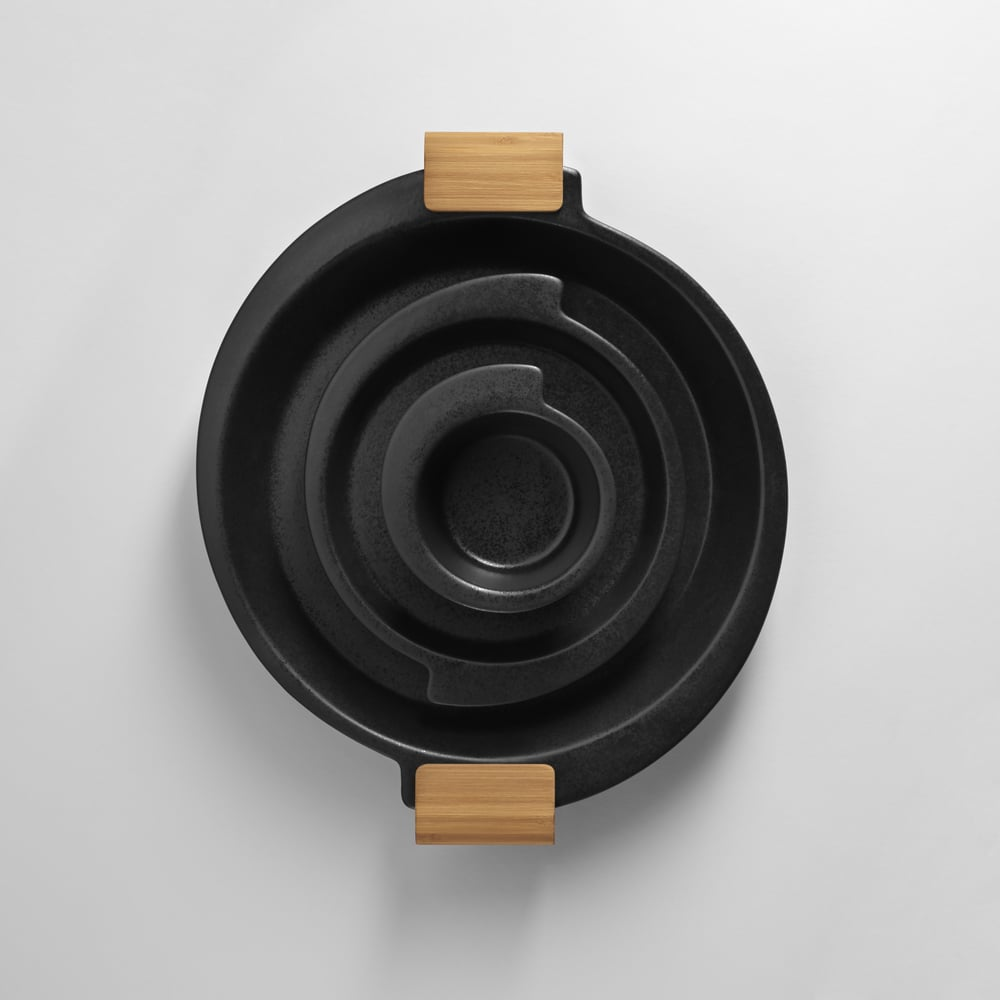 spin_kitchenware_black_piled.jpg