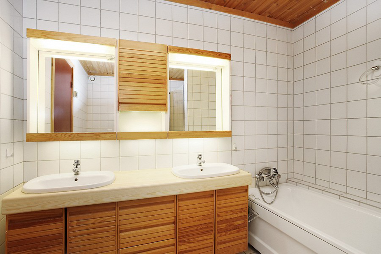 Amazing bathroom makeover on a budget.