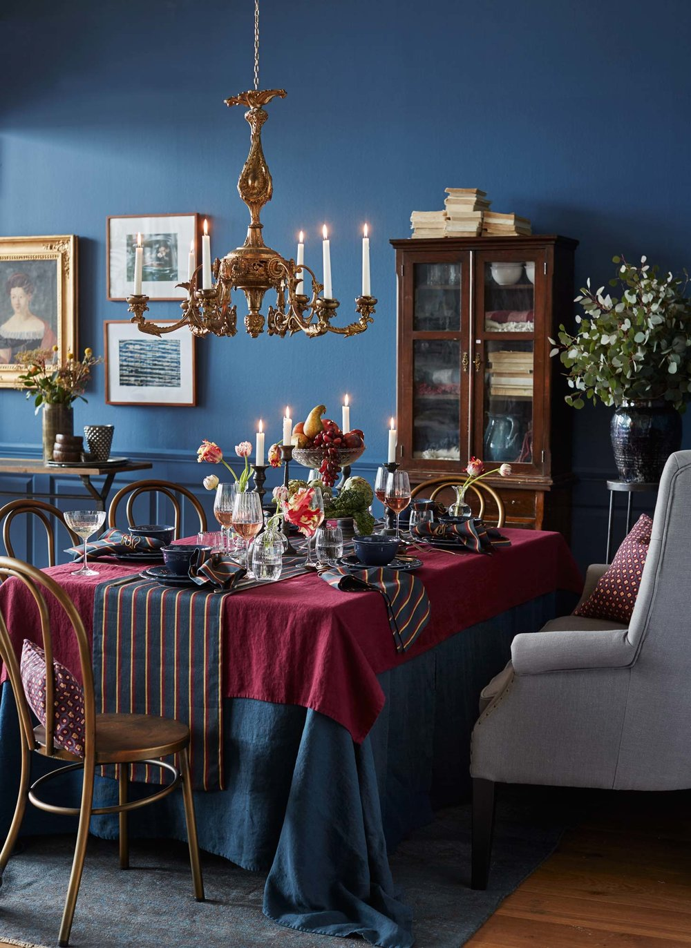 Well dressed dining room for fall.