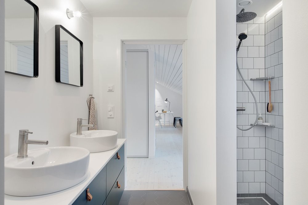 Modern Scandinavian home - bathroom.
