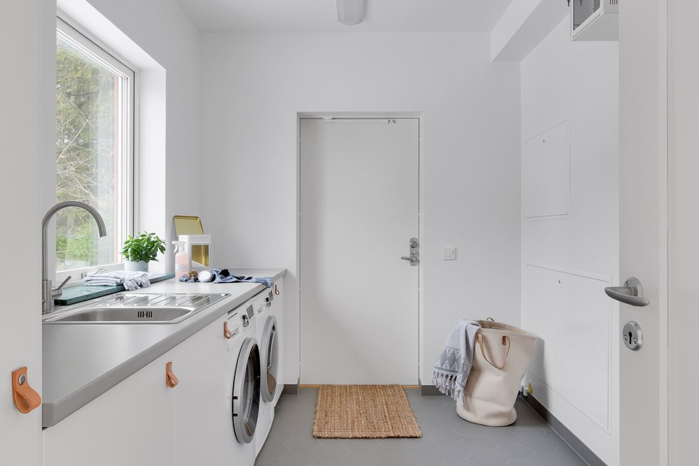 Modern Scandinavian home - laundry.