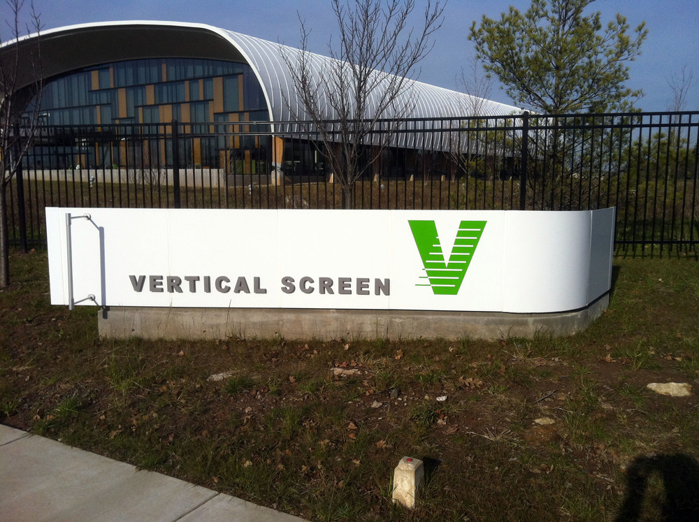 Vertical Screen  Warminster PA   ©2016 PMDI Signs