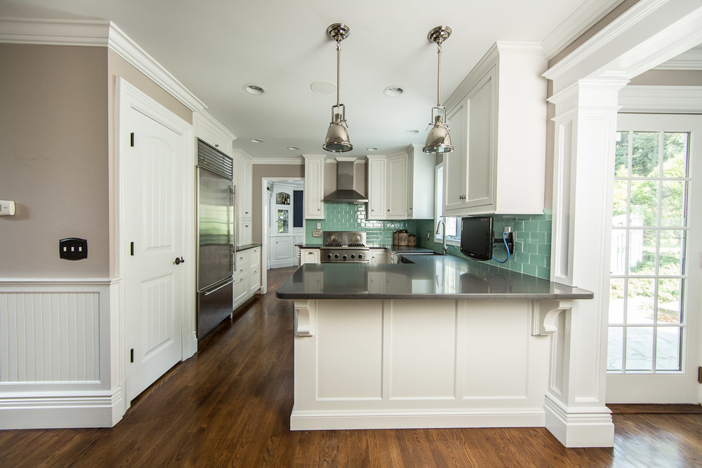 White Kitchen Cabinets Peninsula
