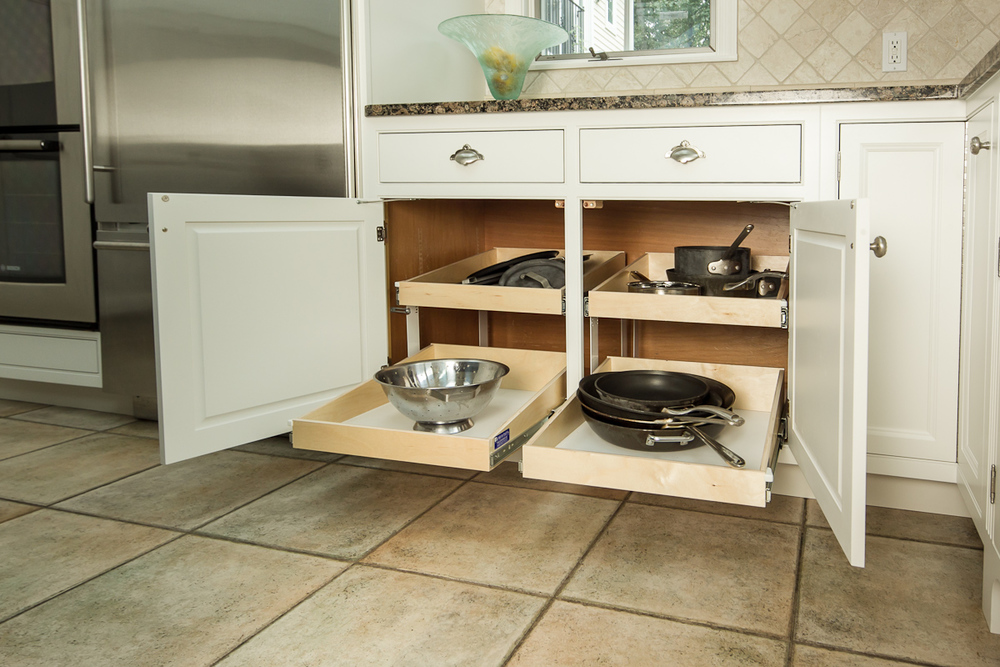Kitchen cabinet pot & pan organizer
