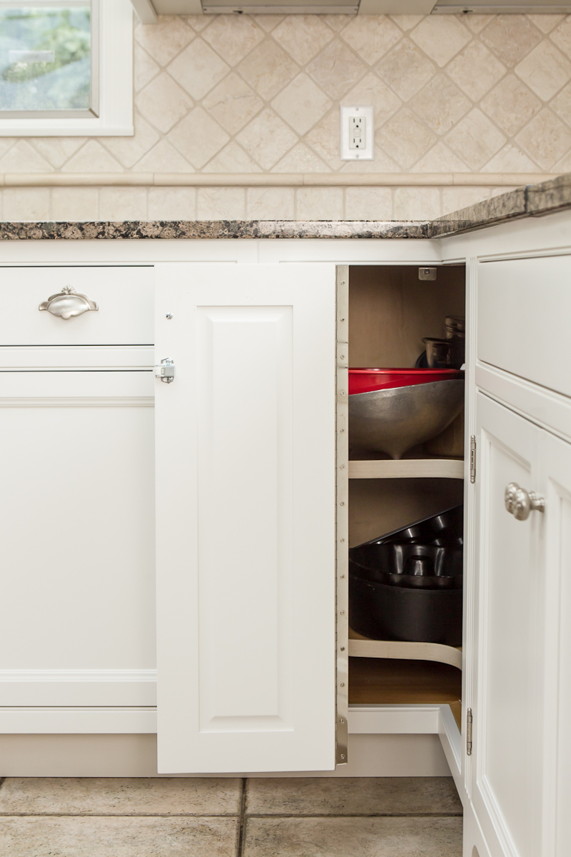 Kitchen cabinet lazy susan door