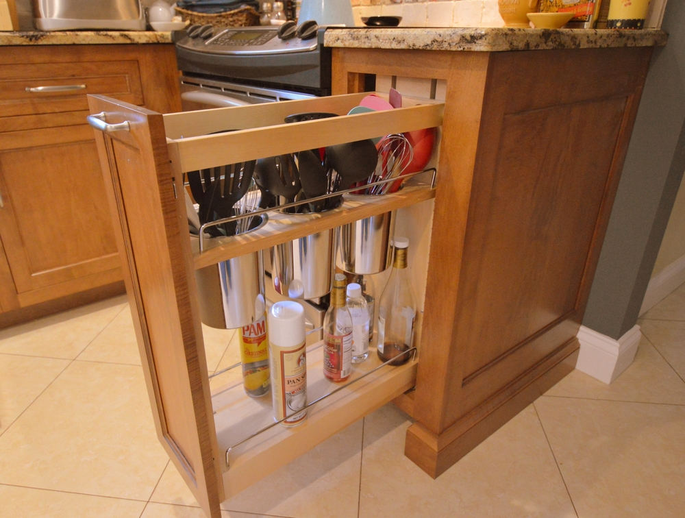 Kitchen cabinet roll-out organizer