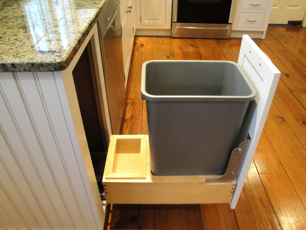Kitchen garbage roll-out organizer