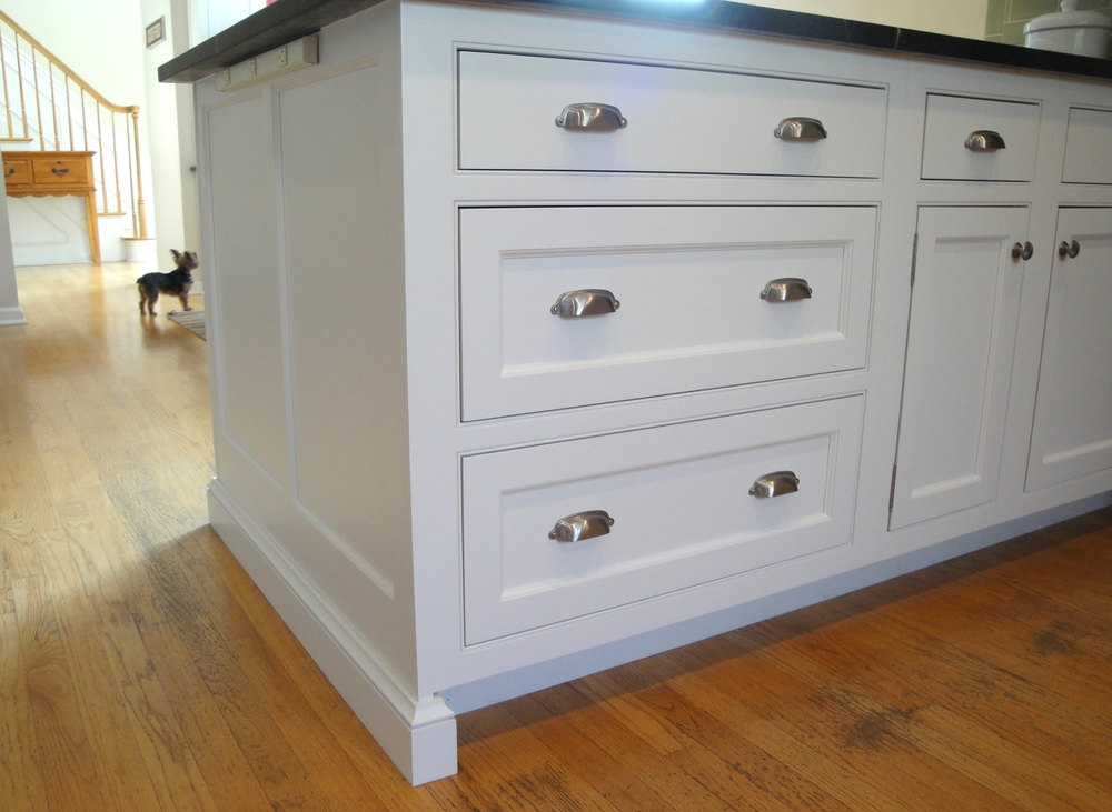 White kitchen cabinet deep drawers