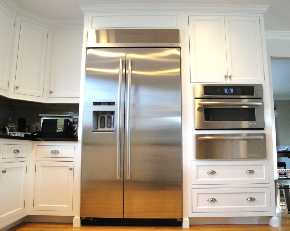 White kitchen thermador fridge & warming drawer