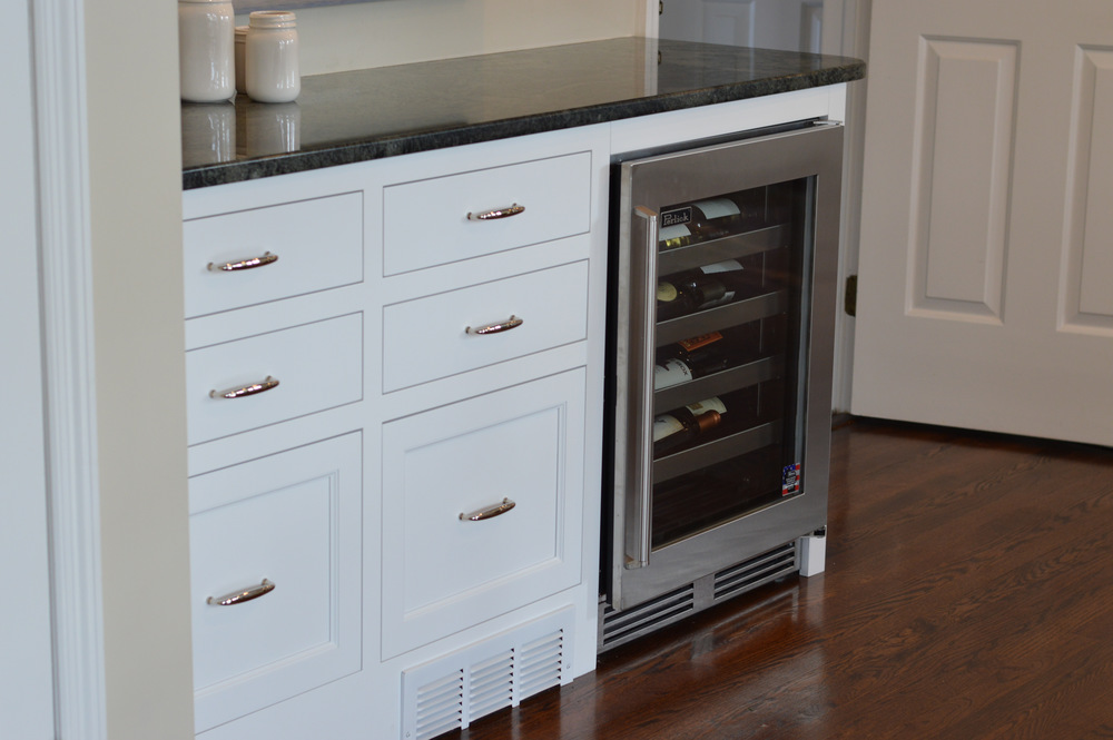 Kitchen Bar Cooler - White Inset Cabinet Drawers