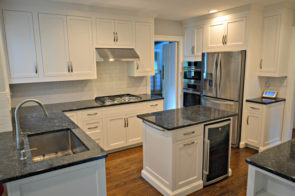 White Modern Kitchen Cabinets - Westport CT - AckleyCabinet.jpg