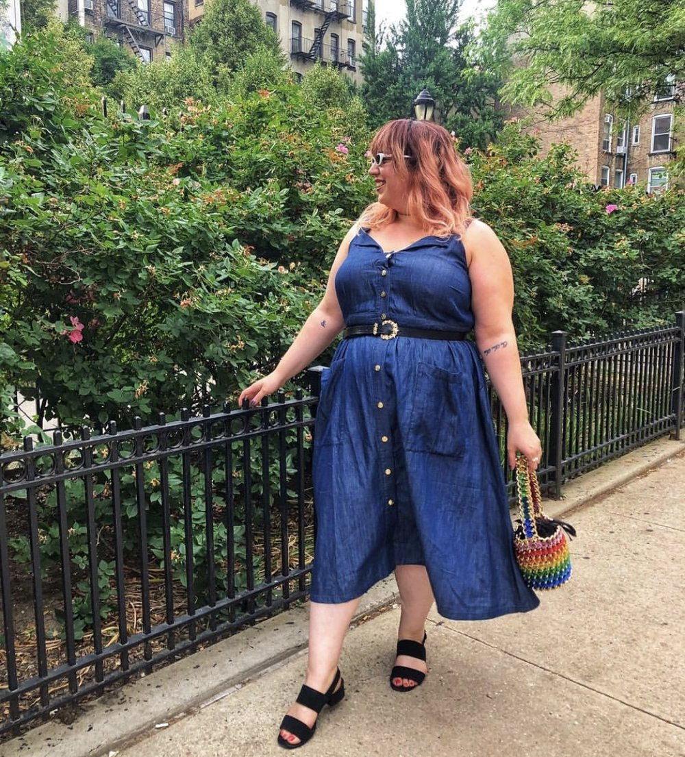 Liz Black - Creator of P.S. It's Fashion, lead plus-size writer for Refinery29, contributor to Fashionista, Who What Wear & Revelist.Liz Black wearing our Shimmer Rainbow Bucket!