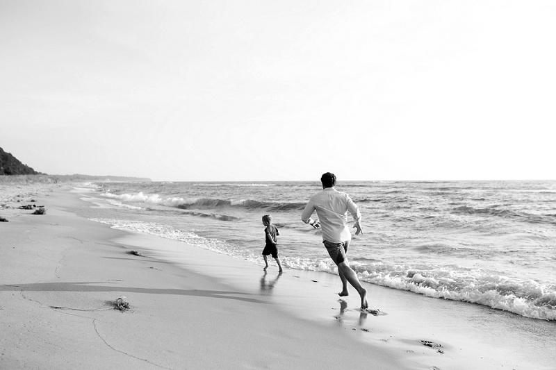west-michigan-family-photographer-holland-michigan-lifestyle-beach-session-with-holly-3.jpg