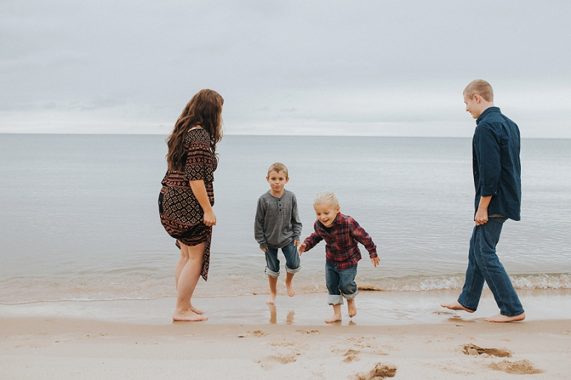 west-michigan-family-photographer-ludington-michigan-lifestyle-beach-session-with-the-jacobis-0038.jpg