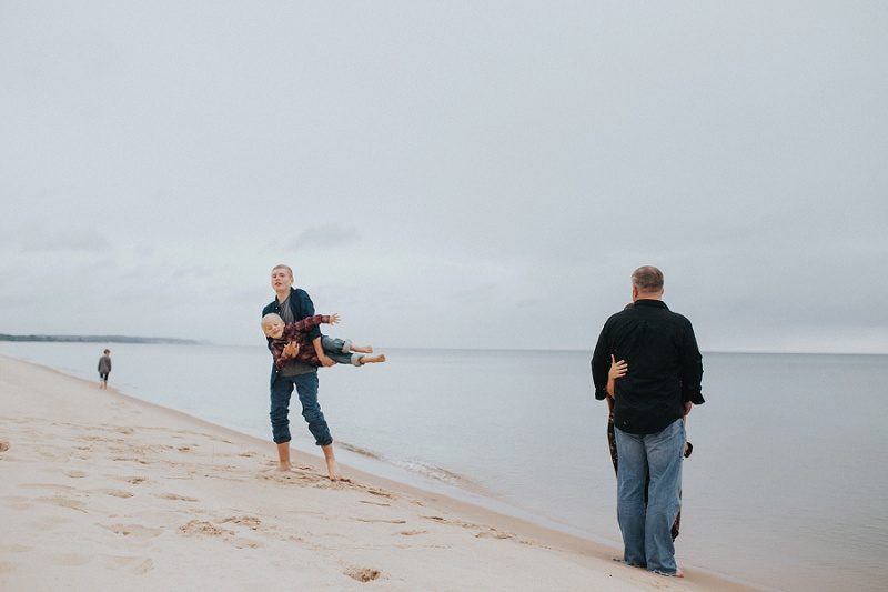 west-michigan-family-photographer-ludington-michigan-lifestyle-beach-session-with-the-jacobis-0054.jpg