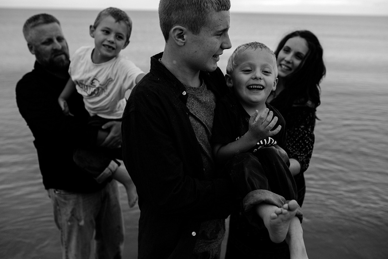 west-michigan-family-photographer-ludington-michigan-lifestyle-beach-session-with-the-jacobis-0224.jpg