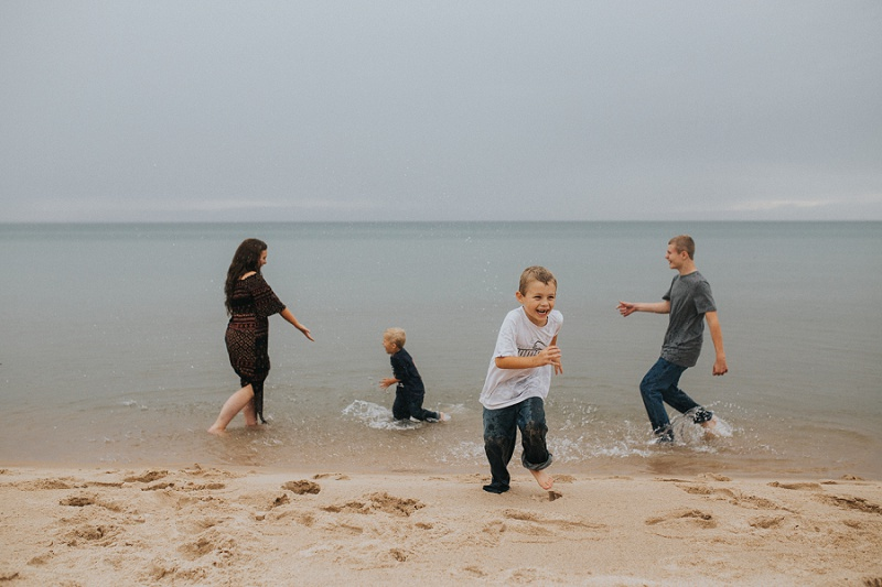 west-michigan-family-photographer-ludington-michigan-lifestyle-beach-session-with-the-jacobis-0311.jpg