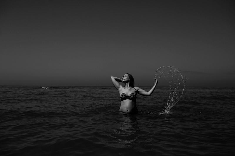 jessica maternity beach-0023.jpg