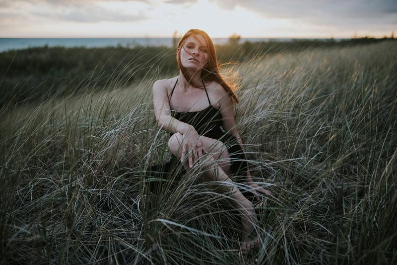ludington-michigan-maternity-photographer-west-michigan-sand-dunes-maternity_0039.jpg