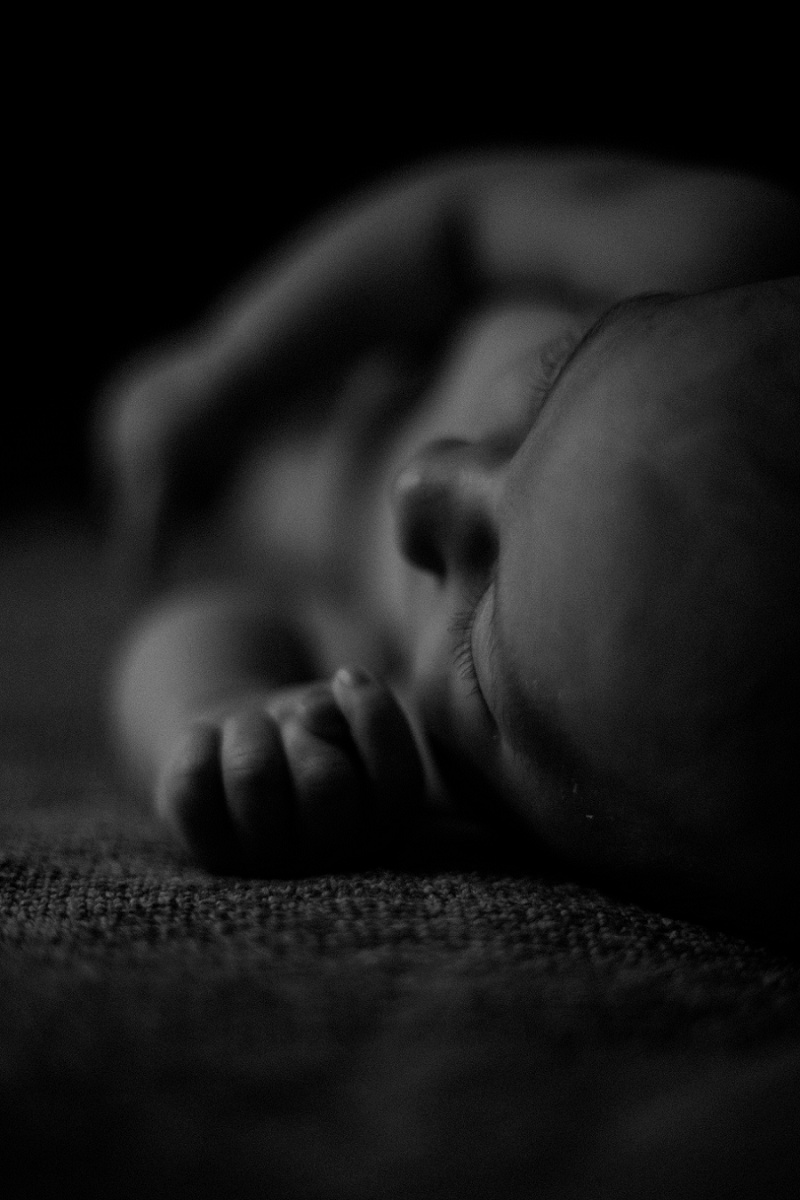 west-michigan-newborn-photographer-documentary-in-home-session-with-calvin-jessica-max-1569.jpg