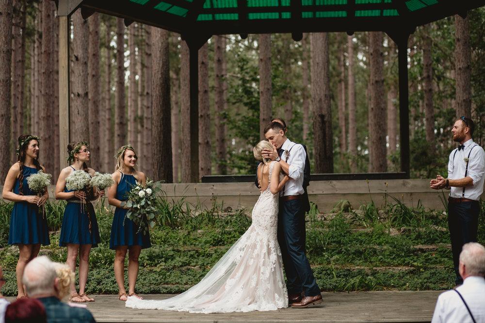 west-michigan-wedding-photographer-whitehall-rachel-austin-chapel-in-the-pines-299.jpg