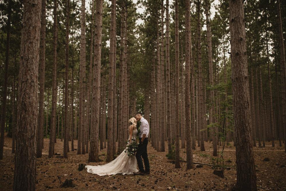 west-michigan-wedding-photographer-whitehall-rachel-austin-chapel-in-the-pines-484.jpg